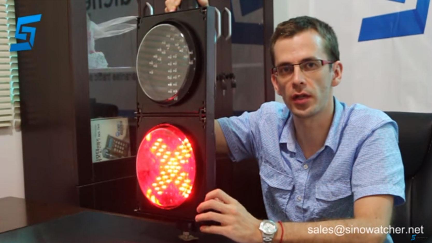 Señal de estación de peaje de 200 mm LED - Cruz Roja y flechas verdes (dos módulos)