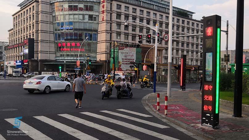 Tótem-de-advertencia-de-paso-de-peatones-inteligente-2.jpg